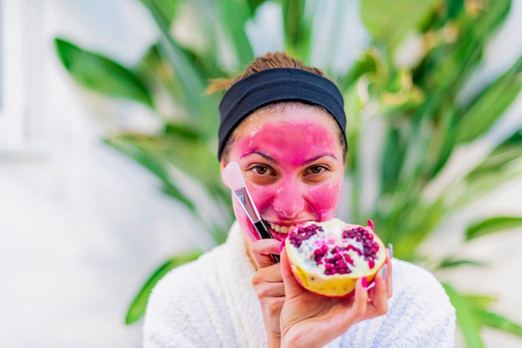 DIY Moisturizing Homemade Face Mask Recipes For Dry Skin   Cacao & Pomegranate