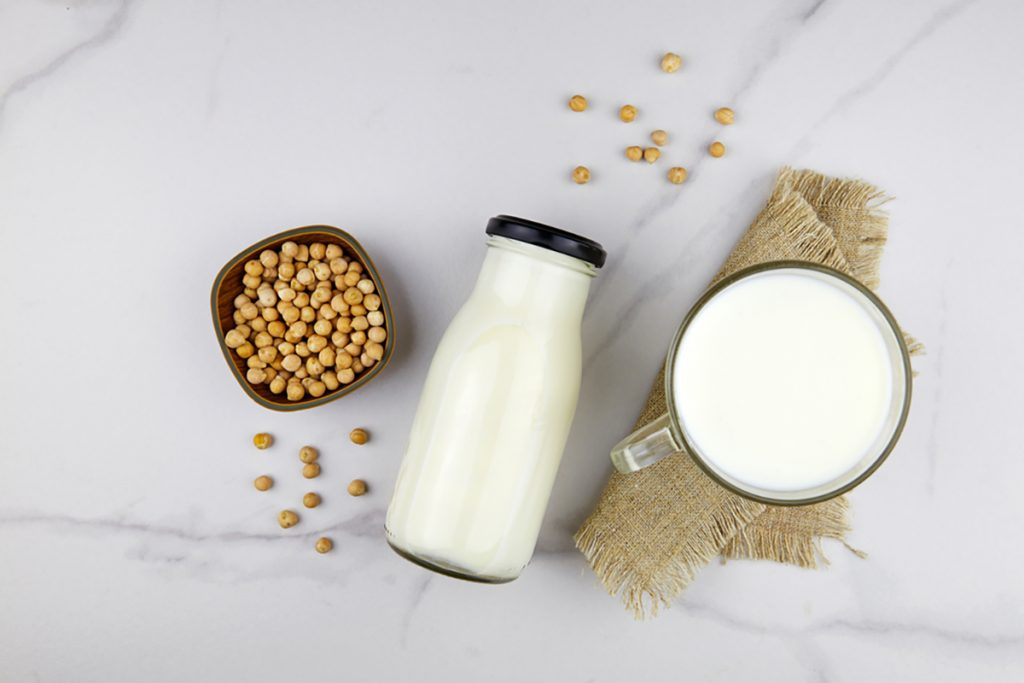 9 Foods To Help You Get A Good Night Sleep | Chickpeas With A Glass Of Milk