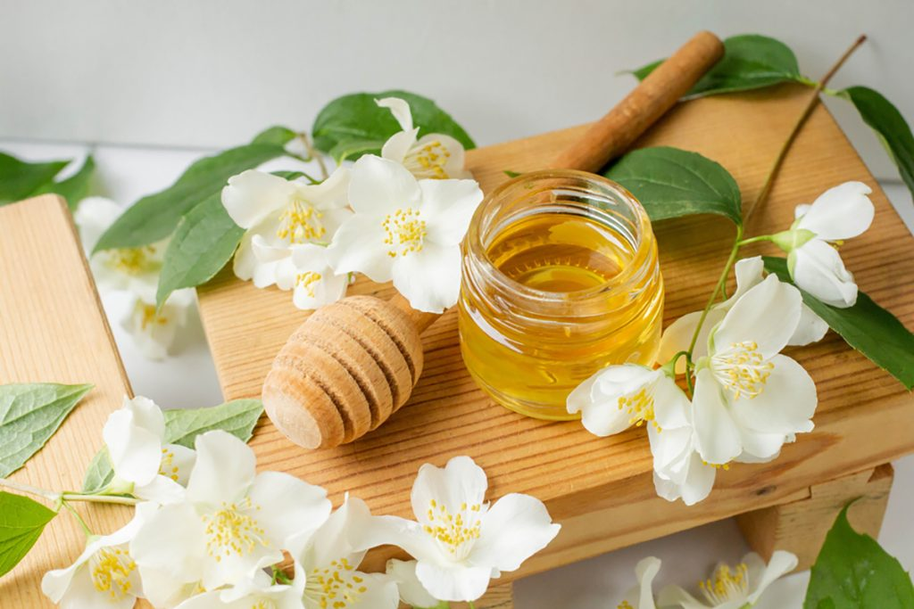 Best Rejuvenating Anti-Aging Herbs, Spices, And Flavorings For Women : HONEY