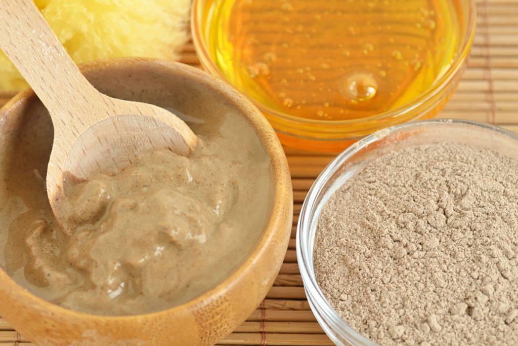 DIY Moisturizing Homemade Face Mask Recipes For Dry Skin   Honey Clay