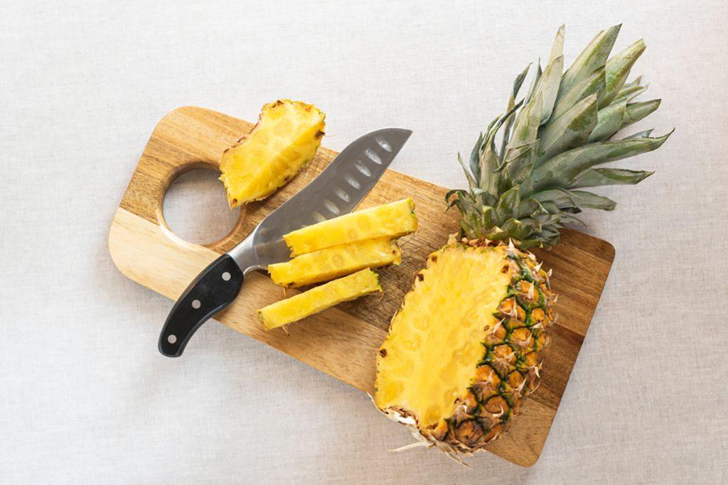Best Rejuvenating Anti-Aging Foods For Women : PINEAPPLE