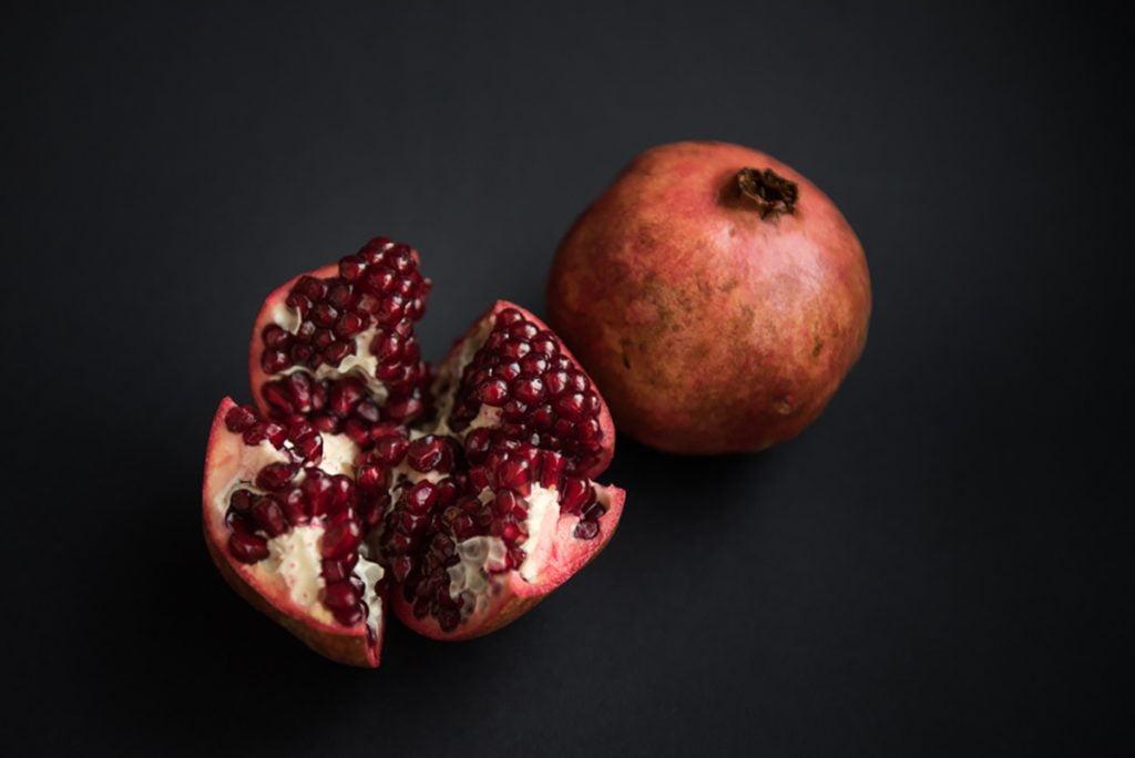 Best Rejuvenating Anti-Aging Foods For Women : Pomegranates